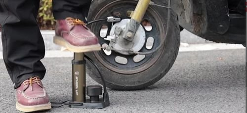 Помпа за автомобил с манометър Wheel Up FP 1845 D
