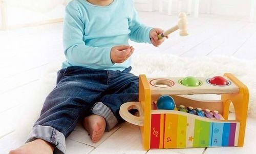Дървен цветен ксилофон с чукче и топки Hape E0305
