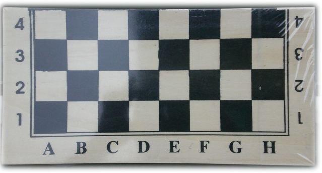 Класически Шах в дървена кутия с табла