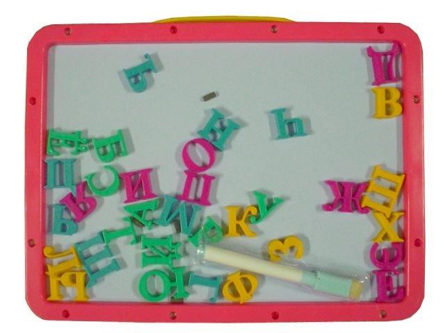 Магнитна дъска с букви на кирилица и възможност за рисуване